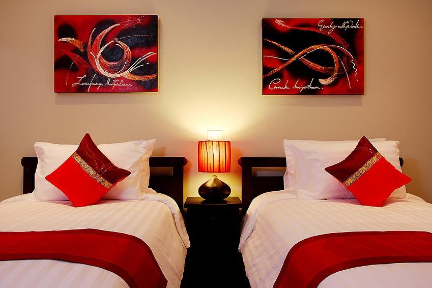 twin bed bedroom crystal villa nai harn phuket holiday rental